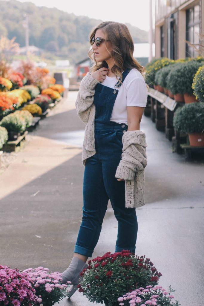overalls and oversized sweater for fall